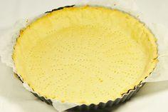 Une recette facile et rapide pour une pâte à tarte sans gluten. Plus friable que la pâte sucrée il faut bien létaler sur du papier cuisson pour ne ...