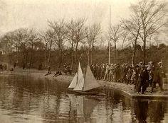 Sailing Model Yachts on Inverleith Park Pond, around 1926 #stockbridgeedinburgh #stockbridge #edinburgh #scotland