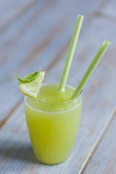 Succo di melone, basilico, limone: Stai cercando qualcosa di fresco e sano, capace di portare una ventata di leggerezza? Ecco il #succo di #melone, #basilico e #limone!