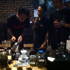 Baristas Collaboration on Brewing #pourover #coffeeshop #coffee #coffeeholic #manualbrewing http://ift.tt/20b7rle