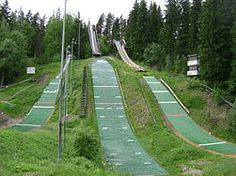 Salpausselän hyppyrimäkien vieressä sijaitsee karpalon hyppyrimäet, jotka on tarkoitettu junioreiden harjoituskäyttöön kesäisin ja talvisin.