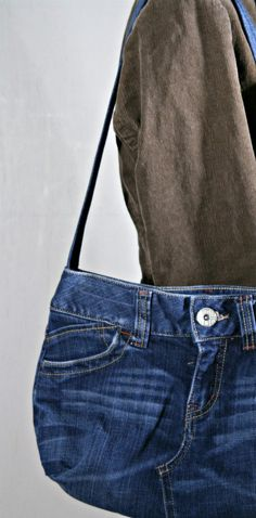 Remember making Jean Purse from a Pair of old Jeans.  made another the other day..never gets old..