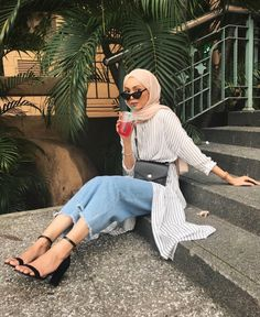 Chic Ways to Wear Tunic For Hijab Outfit - Hijab- Modern Hijab Fashion, Street Hijab Fashion, Hijab Fashion Inspiration, Muslim Fashion, Modest Fashion, Fashion Outfits, Modest Outfits Muslim, Trendy Fashion, Hijab Fashion Summer