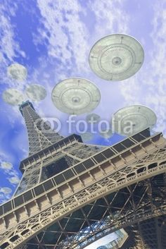 UFO: UFO over Paris, art by Luca Oleastri - www.innovari.it