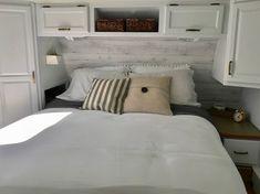 RV confortable Bed Idées Remodel sur un budget 07 Beach Bedding Sets, Luxury Bedding Sets, Rv Wallpaper, Bedroom Wallpaper, Master Bedroom, Bedroom Decor, Bedroom Bed, Design Your Bedroom, Remodeled Campers