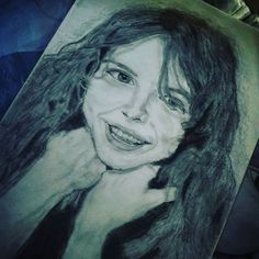 #arts #art #drawgirl #drawing #draw #art #girl #smile #pencils #pencil #oldtimes #colorblindness #portret #beatygirl #shadow #blackandwhitephoto #blackandwhite #czechgirl #hair #eyes #cute