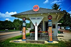 Old filling station on busy intersection. | Flickr - Photo Sharing!