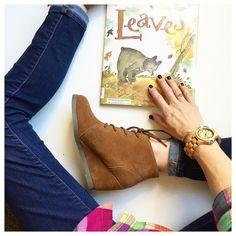 I never met a David Ezra Stein book I didn't like and this one is no exception. POUCH is my all-time fave and we've been loving THE NICE BOOK too since we got it as a baby gift when Star was born. #janssenspicturebooks #fall #autumn #kidlit #janssengetsdressed #ohsofamous #sponsored clvr.li/osffall by everydayreading