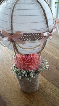 berriesandbuttercup || DIY Tischdeko aus Heißluftballon und Blumen