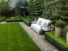 Aménagement paysager moderne : idées de design jardin paysager topiary and clipped Buxus (boxwood) low hedges around lawn Back Gardens, Small Gardens, Zen Gardens, White Gardens, Garden Spaces, Garden Beds, Garden Edging, Garden Homes, Fence Garden