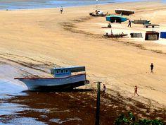 Maré baixa.  Praia de Candeias - Jaboatão dos Guararapes (PE)  Brasil.
