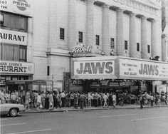 Opening day of Jaws Vintage Movie Theater, Vintage Movies, Cinema Theatre, Book Tv, Tv Actors, Weird Facts, Vintage Photos, Movie Tv, Theatres