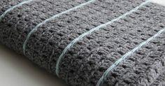 Toen ik in 2014 begon met mijn blog was de Stoere deken  een van de eerste haakprojecten die ik liet zien. Heel leuk vind ik het om te zien ...