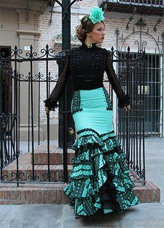 trajes de gitana 2015                                                                                                                                                                                 Más Flamenco Costume, Flamenco Skirt, Flamenco Dancers, Flamenco Dresses, Traditional Skirts, Traditional Outfits, Sexy Maxi Dress, Floral Maxi Dress, Spanish Dress