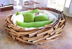 Кровать в виде гнезда.