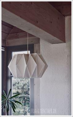 DIY ° Origami Papierlampe ° Origami Paper Lamp, Die Anleitung zum Nachfalten findet ihr unter: http://www.frauguenther.de/2014/02/diy-origami-papierlampe-origami-paper.html