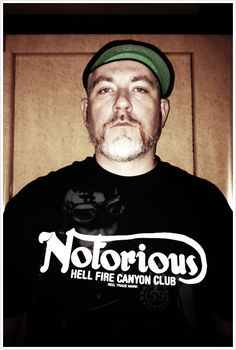 I just simply love this guy, he is the reason why I love music so much, respect Everlast