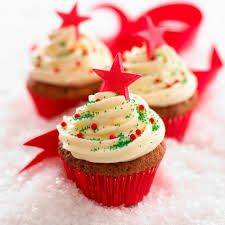 Looking for yummy Christmas cupcakes? You've avoided sweet treats like candies, chocolates and cupcakes all year. Christmas Cupcakes Decoration, Christmas Tree Cupcakes, Holiday Cupcakes, Christmas Sweets, Christmas Baking, Diy Christmas, Winter Cupcakes, Snowman Cupcakes, Christmas Coffee