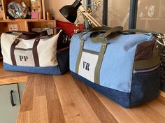Constance Claeys sur Instagram: Voyages Noël étant passé je peux vous dévoiler deux ensembles de voyage réalisés pour deux jeunes baroudeurs. Les trousses de toilette…