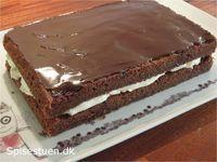 Jeg fik jo bagt noget chokoladekage i vores efterårsferie for at nå frem til den ultimative opskrift på svampet chokoladekage :-) Her er så en udgave med smørcreme :-) Hvis du er nysgerrig efter at… Fruit Recipes, Baking Recipes, Danish Cake, No Bake Cherry Cheesecake, Food Map, Chocolate Heaven, Bread Cake, Cookies And Cream, Carrot Cake