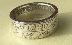 Zilveren ring gemaakt uit een rijksdaalder uit 1960. (Nederland)