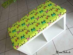 Für unsere kleine Tochter möchte ich eine Leseecke einrichten. Dafür kommen zwei selbst gebaute Sitzbänke aus Kallax-Regale in die Ecke, und darüber Bücherregale an die Wände. Aber eigentlich sind dass keine Bücherregale, sondern diese Gewürzregale aus Holz von Ikea. Die sind nämlich auch perfekt für Kinderbücher  Für eine Sitzbankauflage habe ich folgendes Material gekauft … … Weiterlesen →