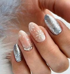 Semi-permanent varnish, false nails, patches: which manicure to choose? - My Nails Christmas Nail Art Designs, Winter Nail Designs, Winter Nail Art, Winter Nails, Autumn Nails, Snow Nails, Xmas Nails, Christmas Nails, Christmas Ideas