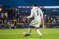 Varane estará al menos un mes de baja por una lesión muscular http://www.europapress.es/deportes/futbol-00162/noticia-varane-estara-menos-mes-baja-lesion-muscular-20170224115351.html