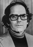 Adolfo Perez Esquivel Ganó el Premio Nobel de la Paz de 1980 por su trabajo en defensa de los derechos humanos basándose exclusivamente en los medios no violentos a través de la Organización Servicio Paz y Justicia desde 1974.