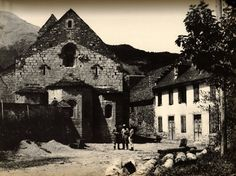 1968. Vall d'Aran, «Catalunya Visió 2», Vallverdú/ Sirera. L'absis de l'església de Betrén, sobre el barranc penjant a la Garona.