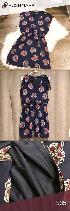 """NWT Express Navy Floral Short Sleeve Dress Super cute v-neck short sleeve dress! Cinched waist. Cut out shoulders with tie detail. Hits just above my knees and I'm 5'5"""". Size medium. Never worn. Express Dresses"""