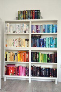 Bücher farblich sortieren - dekorieren mal anders - Tintenelfe.de - Tintenelfes Blog #books #Bücher #Bücherregal