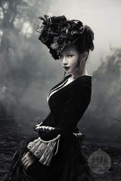 Goth hat - spectacular piles of lace