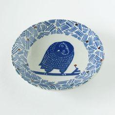 印判手 小皿 フクロウ(kata kata) - 鳥モチーフ雑貨・鳥グッズのセレクトショップ:鳥水木  #bird #owl #small #dish #plate #tableware #torimizuki Pottery, Plates, Tableware, Ceramica, Licence Plates, Dishes, Dinnerware, Griddles, Pottery Marks