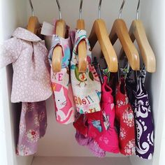 Roupas de boneca Sweetheart doll kits para bonecas de 24cm 49.90 kits para bonecas de 30cm 65.00 . Vendas direct. Pagamento a vista ou PAGSEGURO.  #tilda #bonecas #dolls #doll #bonecadepano #ilovetilda #tildatoybox #sweetheartdoll #quartodebebe #maternidade #mamaes #mamãeebebê #tilda #bonecas #dolls #mundocorderosa #mundorosa #dindaama #mordo #sobrinho #datitiaedotitio #segundafeira #closetdemenina #roupademenina #dress #vestidos Tilda Toy, Clothing Patterns, Sandals, Friends, Clothes, Shoes, Fashion, Girl Clothing, Doll Outfits