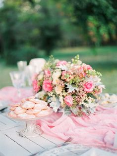 Pink cookies and pink florals, what a great combination: http://www.stylemepretty.com/little-black-book-blog/2014/12/11/romantic-pink-navidad-wedding-inspiration/ | Photography: Mireia Cordomi - http://www.mireiacordomi.com/