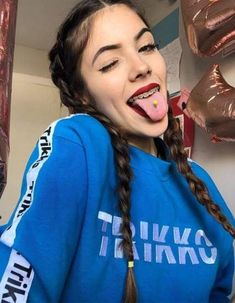 Piercing lengua brackets ideas for 2019 - In this article, you will see the . - Piercing lengua brackets ideas for 2019 – In this article, you will see the out-of-the-box si - Septum Piercings, Innenohr Piercing, Facial Piercings, Mouth Piercings, Cute Braces, Braces Girls, Braces Colors, Tattoo Prices, Brace Face