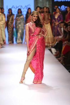 Lakmé Fashion Week – VARANASI WEAVES BY RITU KUMAR AT LFW WF 2015