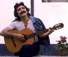 Cantor e compositor faleceu neste domingo; causa da morte ainda não foi divulgada