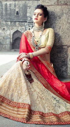 #indian #salwar #kameez #saree #sari #punjabi #pakistani #suits #traditional #attire #india #fashion #trend #trends #sexy #stunning #gorgeous #lehenga #lehengas #bollywood