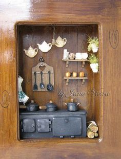 Pin by Carmen Brock on Shadow Boxes Vitrine Miniature, Miniature Rooms, Miniature Kitchen, Miniature Crafts, Miniature Houses, Miniature Furniture, Dollhouse Furniture, Diy Dollhouse, Dollhouse Miniatures