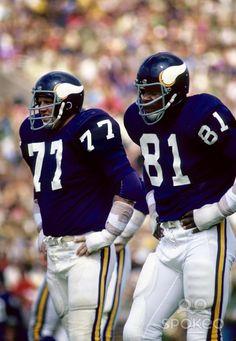 mn vikings 77 | Minnesota Vikings defensive linemen Gary Larsen (77) and Carl Eller ...