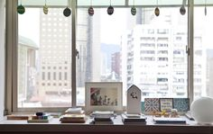 Use a large windowsill to display treasures and favourite books | Lovely idea from Ta-Li's home in Taiwan #IKEAFAMILYMAGAZINE