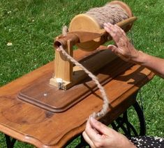 How to convert a treadle sewing machine into an heirloom spinning wheel? Detailed plans show you the whole process of building the spinning wheel. Diy Spinning Wheel, Spinning Wool, Hand Spinning, Spinning Wheels, Treadle Sewing Machines, Indian Head, Weaving Projects, Chunky Yarn, Weaving Techniques