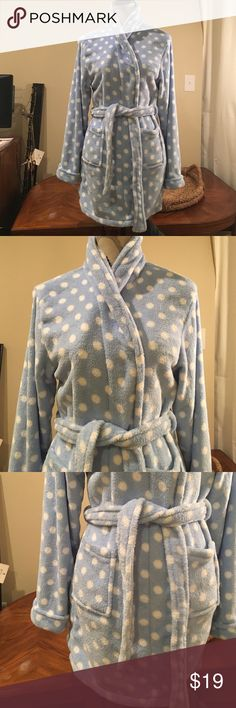 🌿SALE🌿 Soft Short Robe Super soft. Only worn once. Made of super soft polyester. Blue with white polka dots. Comfies Intimates & Sleepwear Robes
