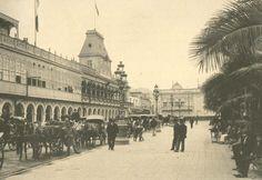 Plaza de Armas de Lima (Siglo XIX) con vista a la Municipalidad