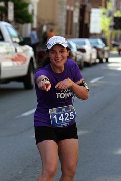 Strike a pose. Marathon Photo, Atlantic Canada, Strike A Pose, Sporty, Poses, Running, Blue, Fashion, Figure Poses