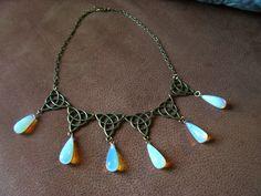 Sansa Poison Necklace Game of Thrones Borgia Victorian Renaissance Medieval Brass Drops Beads Dangles Vintage Renaissance Fantasy di SparklingFantasies su Etsy https://www.etsy.com/it/listing/191934995/sansa-poison-necklace-game-of-thrones