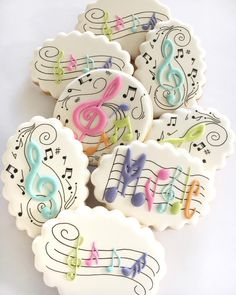 🎶 I loved this brief 🎶 simply music related 🎶 No Bake Sugar Cookies, Sugar Cookie Royal Icing, Fancy Cookies, Iced Cookies, Cute Cookies, Cupcake Cookies, Music Cupcakes, Music Cookies, Galletas Decoradas Baby Shower