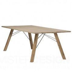 De Straight Hout Tafel van Spoinq is een tafel die duidelijke taal spreekt. De eettafel, is zoals de naam al doet vermoeden, grotendeels gemaakt van hout. De poten die scheef staan ten opzichte van het blad geven de tafel staan een speels effect mee. De tafel is verkrijgbaar met 3 verschillende soorten houten bladen en in een uitvoering met een blad van kunststof welke in 6 verschillende kleuren leverbaar is.  Afmetingen: b. 180 x h. 75 x 100 cm. b. 200 x h. 75 x 100 cm. b. 220 x h. 75 ...